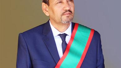 Photo of عمدة البلدية د.محمد الأمين شعيب في مقابلة  صحيفة مع القلم بالفرنسية